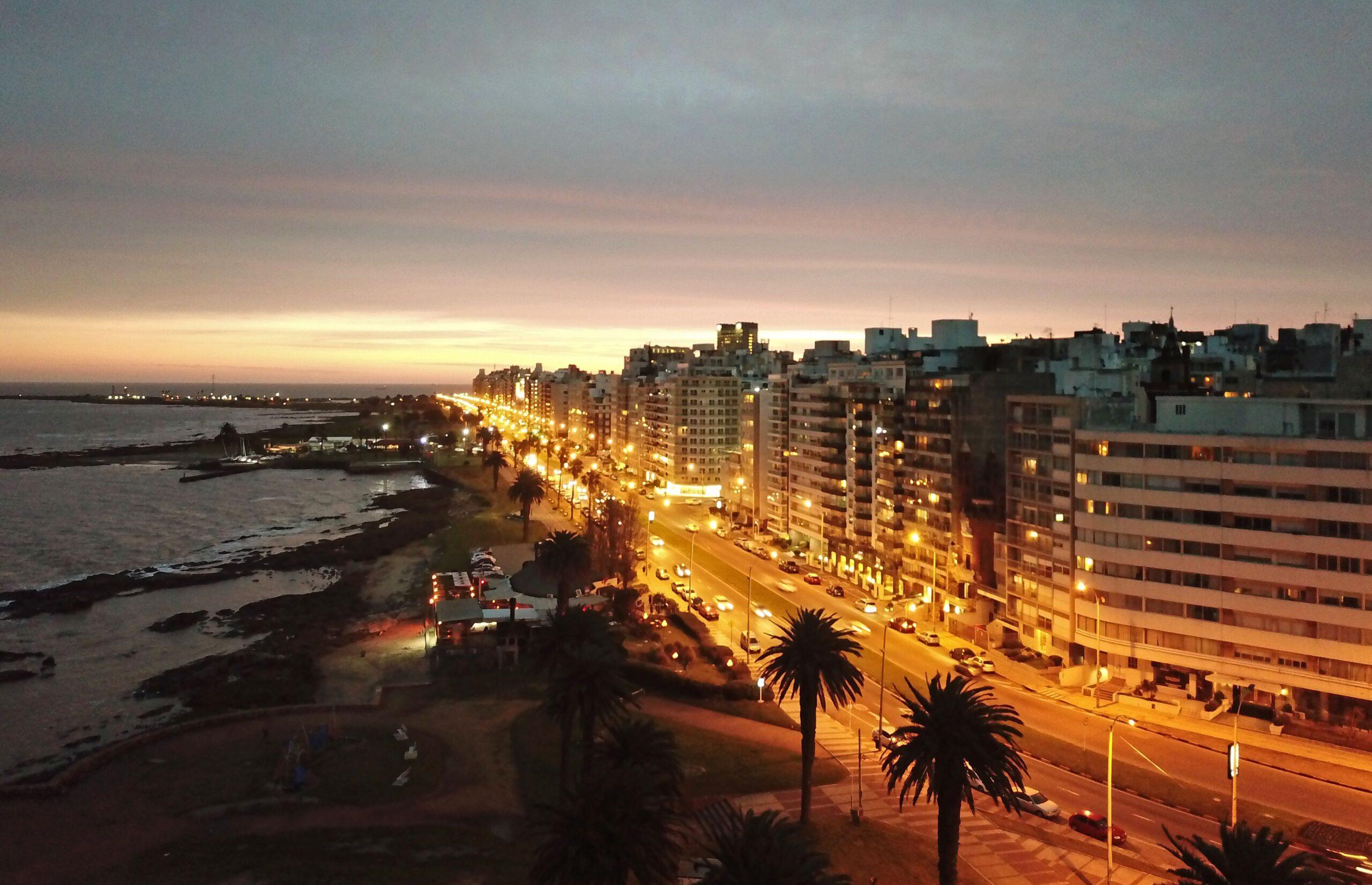 Aerial view of the Rambla Gandhi of Punta Carretas neighbourhood in Montevideo, taken on September 1, 2018. (Photo by Pedro UGARTE / AFP)        (Photo credit should read PEDRO UGARTE/AFP via Getty Images)